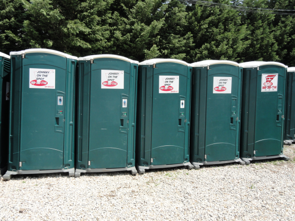 Portable toilet rentals from johnny on the spot for Rent a portable bathroom